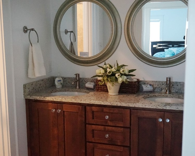 Main Bath uUpStair Sinks