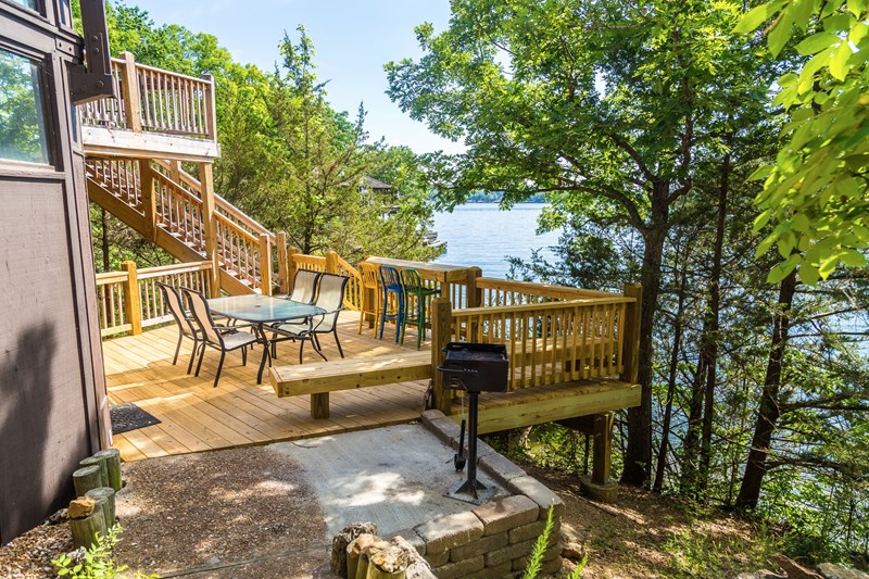 Middle deck off Lower Bedroom/BBQ