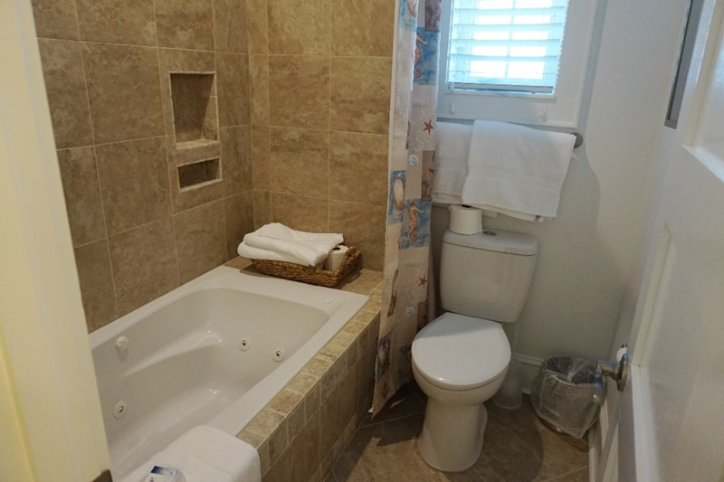 Main Bath UpStairs
