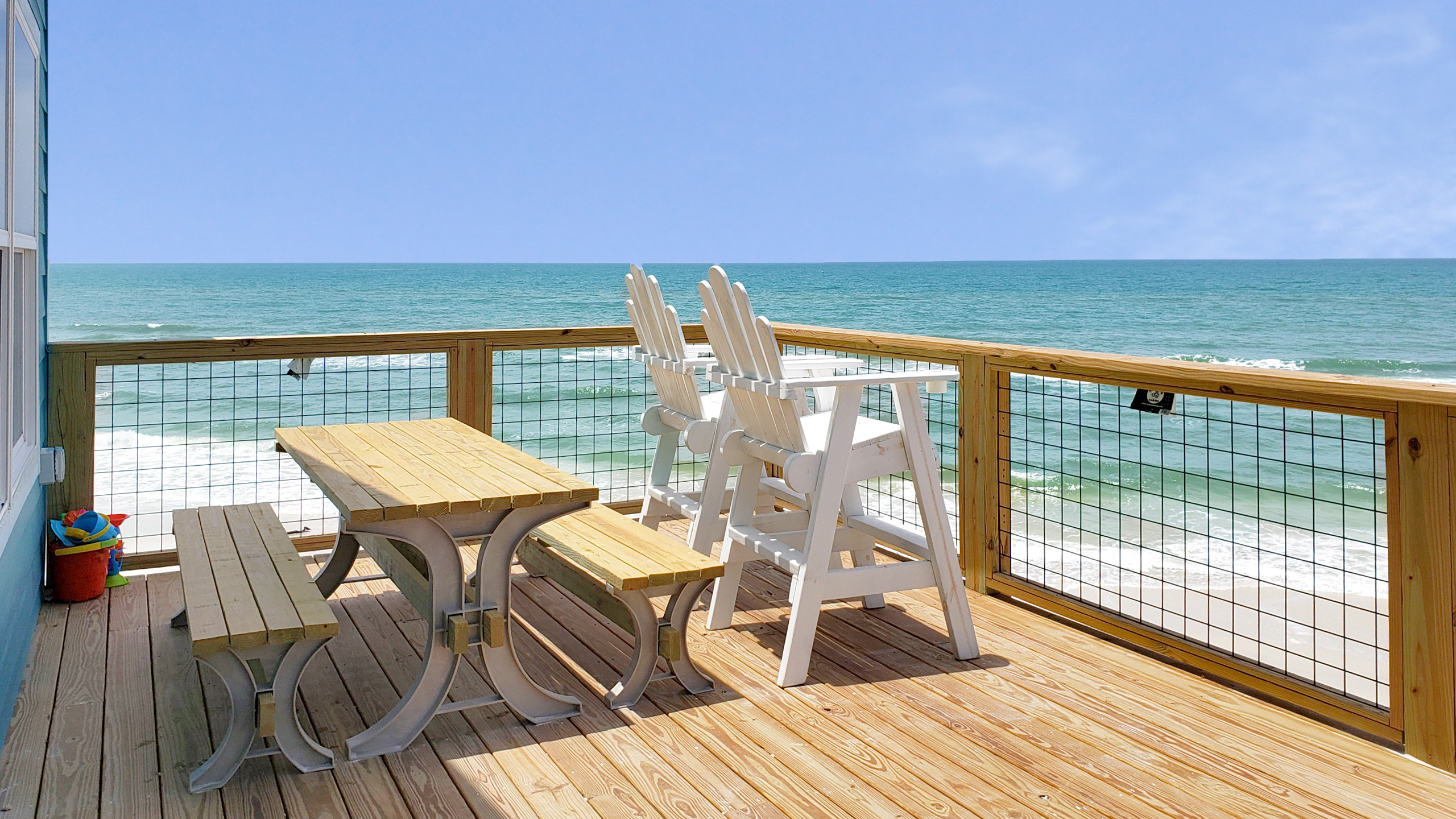 Huge deck with unobstructed ocean views for miles