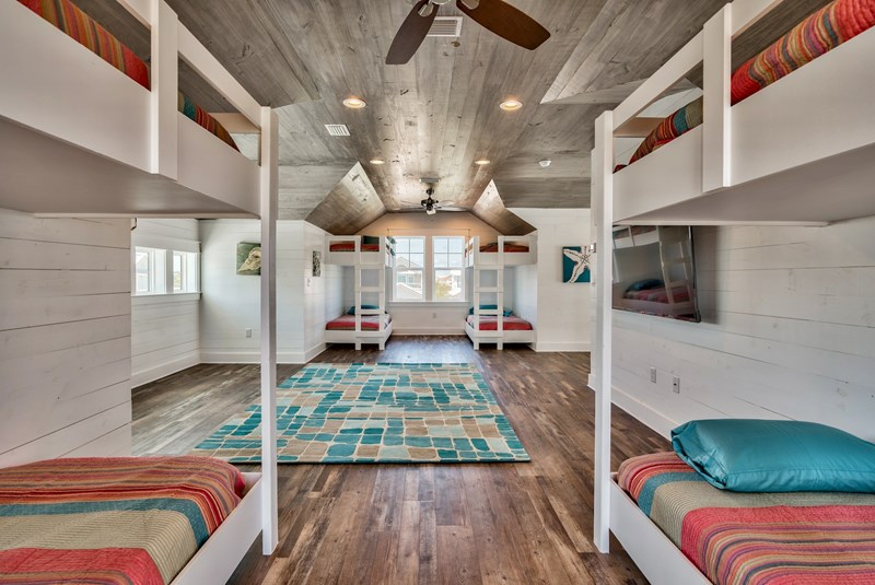 34X13 bunk room sleeps 8, built in bunks