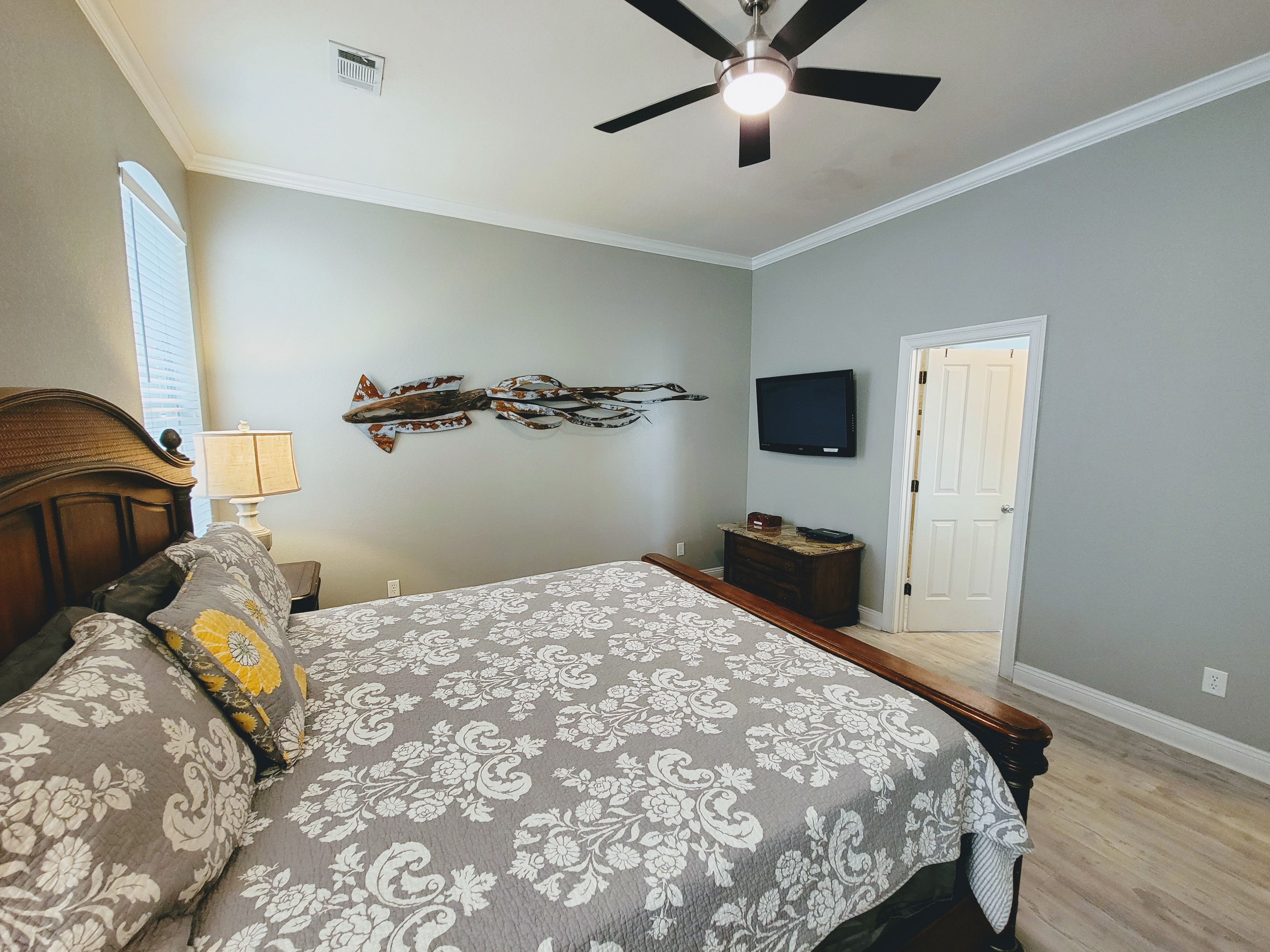Bedroom #1 - 1st Flr King Mstr Suite with walk-in shower & jacuzzi tub